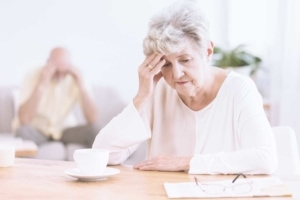 advanced-dementia-signs-behaviors-in-seniors